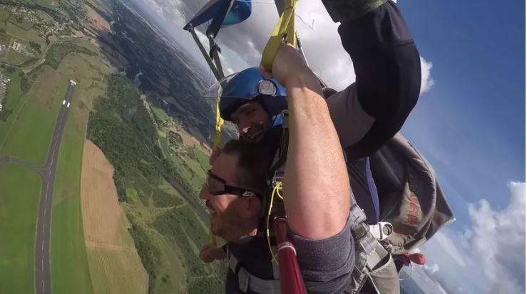 Saut en parachute hélicoptère auvergne puy de dome